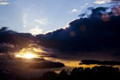 Coucher du soleil gentil avant la tempête Photo libre de droits