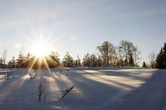 Coucher du soleil gentil dans un jour froid photos stock