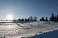 Coucher du soleil gentil dans un jour froid images stock