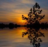 coucher du soleil gentil de lac photos libres de droits