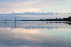 Coucher du soleil gentil sur le lac, du sud de la Thaïlande Image stock