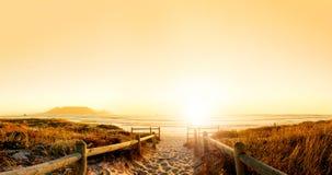 Coucher du soleil HDR au-dessus de l'océan Photographie stock