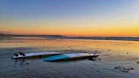 Coucher du soleil impressionnant de planche de surf Images libres de droits