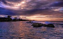 Coucher du soleil jamaïquain et roches (HDR) photographie stock libre de droits