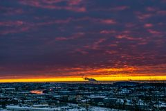 Coucher du soleil jaune au-dessus de Gothenburg photo stock