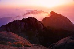 Coucher du soleil (jaune) de montagne de Huangshan Images libres de droits