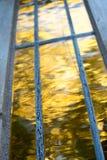 Coucher du soleil jaune de réflexion abstraite de nature photo stock