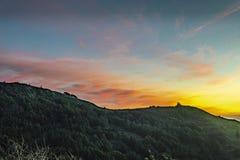Coucher du soleil juste outre de la Côte Pacifique - route 1 photo stock
