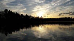 Coucher du soleil l'été 2017 de rivière Photographie stock libre de droits