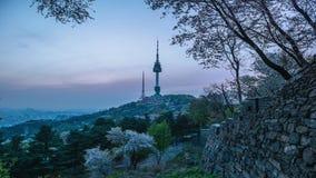 Coucher du soleil ? la tour de Namsan ? S?oul, Cor?e du Sud banque de vidéos