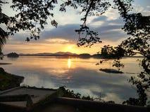 Coucher du soleil le fleuve Brahmapoutre images libres de droits