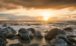 Coucher du soleil le long de côte de Na Pali de plage du ` e du KE photographie stock libre de droits