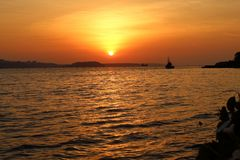 Coucher du soleil le soir à ma maison images libres de droits