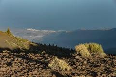 Coucher du soleil magique au-dessus des nuages dans les montagnes de Ténérife en Îles Canaries photo stock