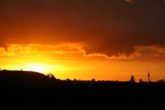 Coucher du soleil magnifique au-dessus d'Auckland Photos libres de droits