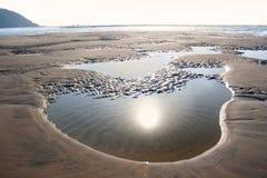 Coucher du soleil magnifique sur la plage de sable, Inde Photographie stock