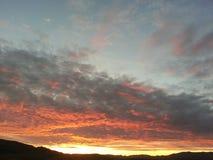 Coucher du soleil majestueux au-dessus de désert de Mojave Photographie stock