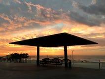 Coucher du soleil, mer, plage, ciel, belles couleurs Photo stock