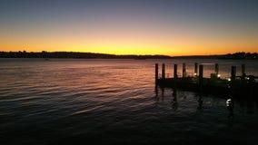 Coucher du soleil, mer, port de port, Quay circulaire Photo libre de droits