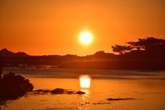 Coucher du soleil merveilleux au-dessus de Carmel Beach California photographie stock