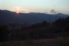 Coucher du soleil, montagnes de Suhard Photographie stock libre de droits