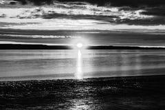 Coucher du soleil noir et blanc Photo stock