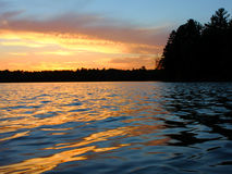 Coucher du soleil nordique de lac wisconsin Image stock