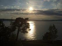 Coucher du soleil norvégien magnifique d'océan d'été Images libres de droits