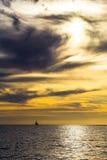 Coucher du soleil nuageux images stock