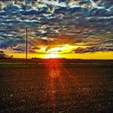 Coucher du soleil nuageux photos stock
