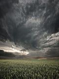 Coucher du soleil orageux Photo stock