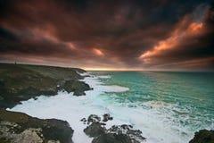 Coucher du soleil orageux au-dessus de Levant occidental Image libre de droits