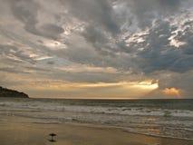 Coucher du soleil orageux chez Torrance Beach en Californie du sud Image libre de droits