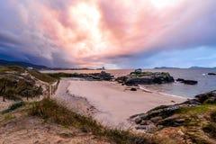 Coucher du soleil orageux Samil - à Vigo photos libres de droits
