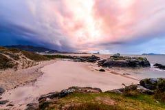 Coucher du soleil orageux Samil - à Vigo photographie stock libre de droits