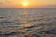 Coucher du soleil ou lever de soleil dramatique images libres de droits