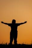 Coucher du soleil ou lever de soleil de salutation de personne images stock