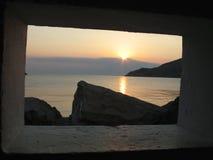 Coucher du soleil par l'hublot Photographie stock