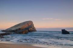 Coucher du soleil par l'océan photo libre de droits