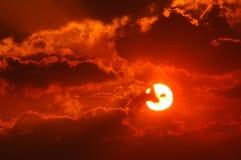 Coucher du soleil par la fumée 3 Image libre de droits