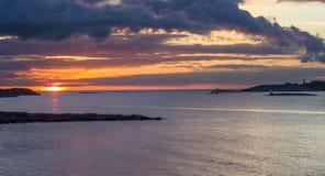 Coucher du soleil par la mer Photographie stock