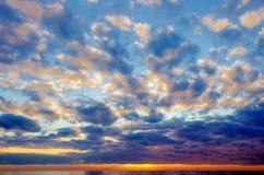 Coucher du soleil par la mer Méditerranée Photos libres de droits