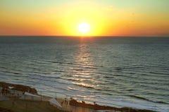 Coucher du soleil par la mer M?diterran?e photographie stock libre de droits