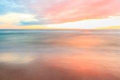 Coucher du soleil par la plage Photographie stock