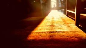 Coucher du soleil par la porte Images libres de droits