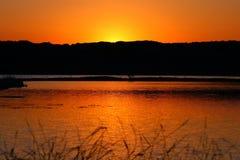 Coucher du soleil par le lac Photo stock