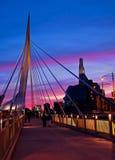 Coucher du soleil par le pont Image stock