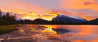 Coucher du soleil parc national au-dessus vermilion de lacs, Banff Photographie stock libre de droits