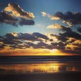 Coucher du soleil parfait à la plage Image libre de droits