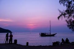 Coucher du soleil phangan d'île de la Thaïlande de KOH Photos stock